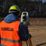 Czym są pomiary geodezyjne i jak się je wykonuje?